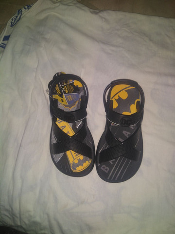Uma sandália masculina Nova - Foto 2
