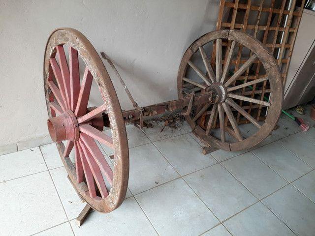 Roda de carroça grande com eixo completo  - Foto 2