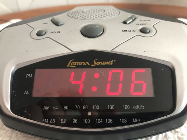 Rádio, relógio e alarme  - Foto 4