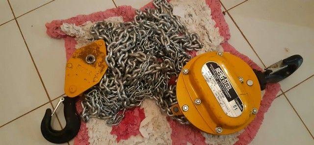 Vendo talha mecanica de 5 toneladas com corrente de 5 metros  - Foto 4