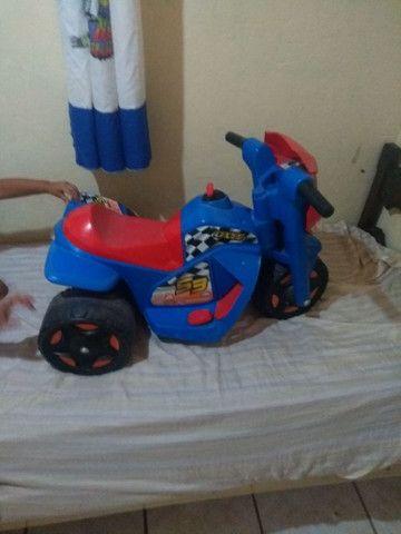 Moto elétrica infantil. 300 reais - Foto 2