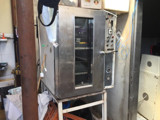 ARMARIO com as assadeira forno 10 tela forno 5 tela a lenha os 3 maquinario - Foto 2