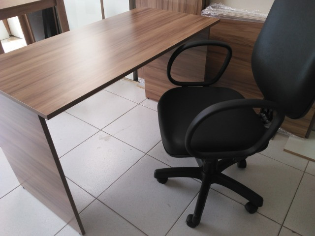 Mesa para escritório em MDF 18 mm Nogal - Foto 3