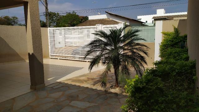 Linda casa, cond fechado, Vicente Pires, Rua 8, churrasq, piscina aquecida, 4qts, 4ban - Foto 2