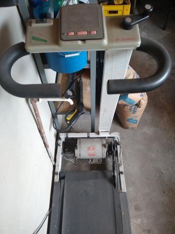 Esteira de corrida e um aparelho de ginástica - Foto 2