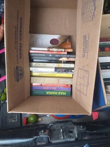 30 livros 20 reais ou troca algo do meu interesse - Foto 2