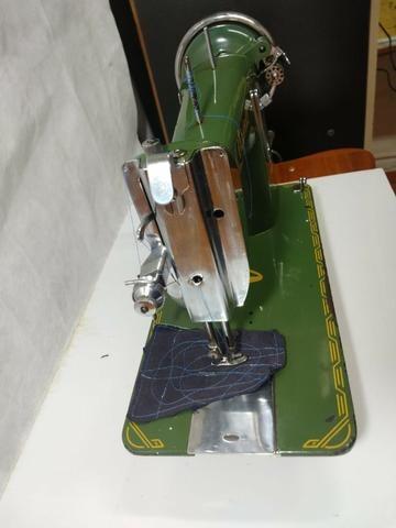 Maquina De Costura Reta Vigorelli Doméstica Verdinha - Foto 5
