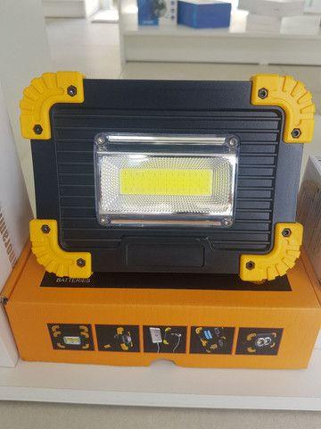 Lanterna e luminária de led