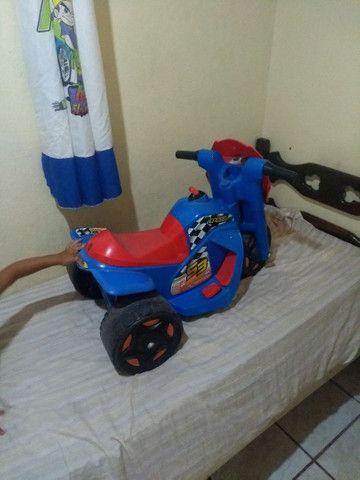 Moto elétrica infantil. 300 reais