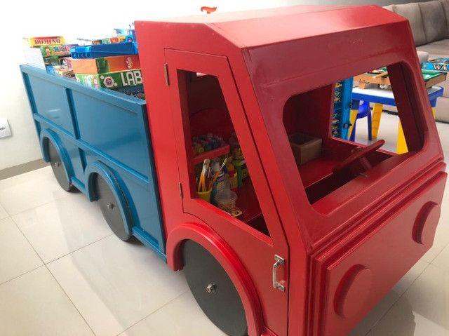 Caminhão em madeira com caçamba
