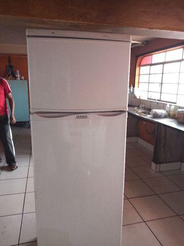 Vendo está geladeira com Frizer  - Foto 2
