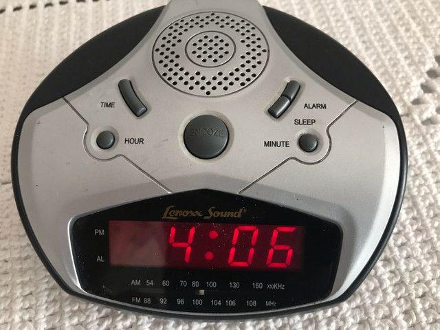Rádio, relógio e alarme
