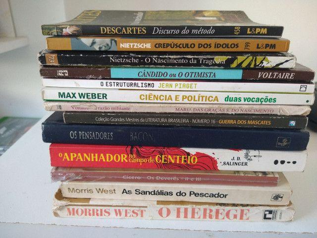 Livros Voltaire Nietzsche Max Webber salinger Piaget Morris west - Foto 2