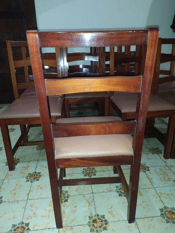 Cadeiras de madeira maciça imbuia e estofadas usadas. Preço unitário. - Foto 4