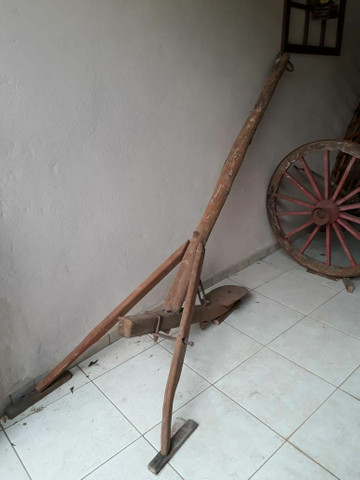 Arado de madeira