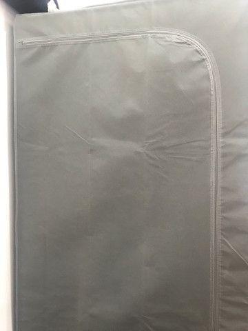 Arara de roupa com capa  - Foto 2