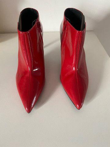 Bota de salto com acabamento brilhante Zara - 35  - Foto 4