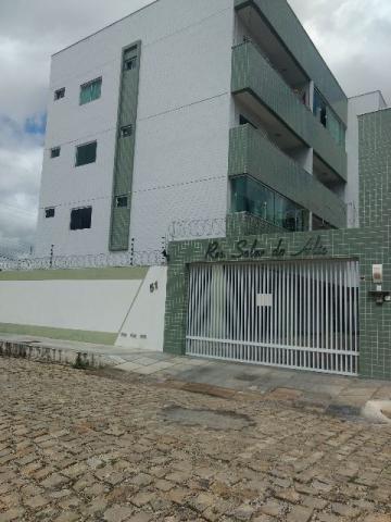 Vende-se apartamento no condomínio Solar do Alto