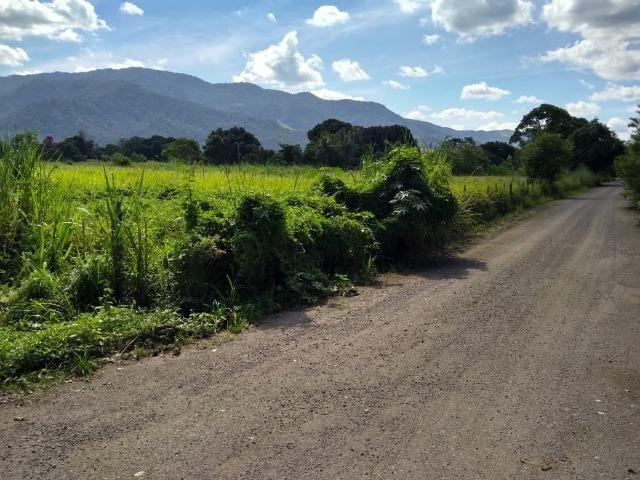 Terrenos com 1600 e 2100 m² plano - Documentado - Santa Cândida - Itaguaí