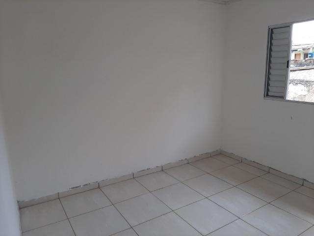 Aluga casa, quarto , sala , cozinha, banheiro e área de serviço