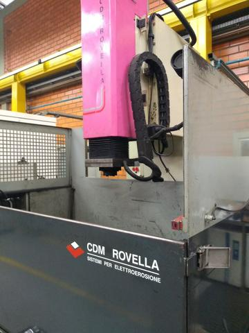 Eletroerosão de penetração CDM Rovella suporta peças grandes 2005