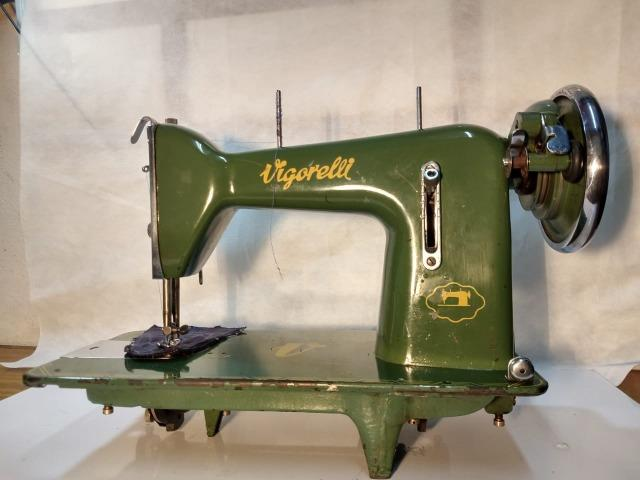 Maquina De Costura Reta Vigorelli Doméstica Verdinha - Foto 2