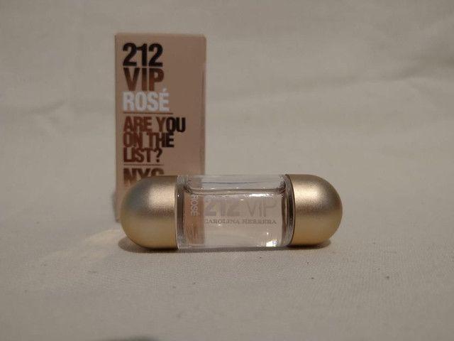4 miniaturas perfumes importados + nécessaire YSL de brinde. - Foto 4