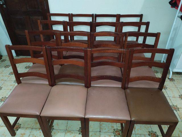 Cadeiras de madeira maciça imbuia e estofadas usadas. Preço unitário.
