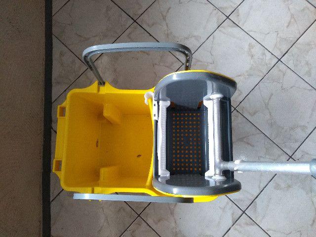 Balde - - Kit de Limpeza (balde e Espremedor) - Foto 4