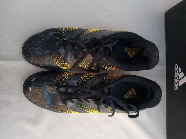 Chuteira Adidas tamanho 43 - Foto 3