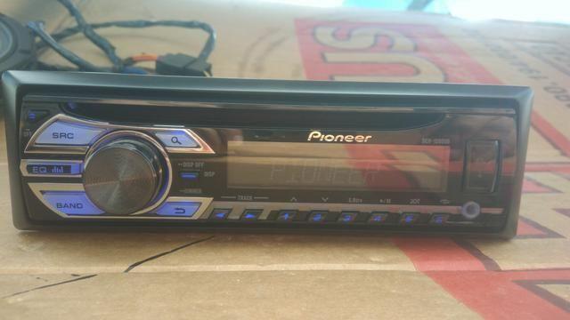 Rádio Automotivo Pioneer com USB, 2 CORES e 4 RCA