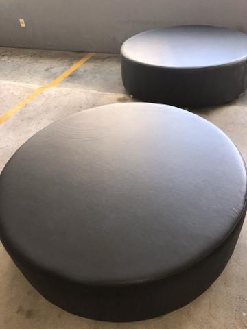 Puff Novo em couro sintético preto