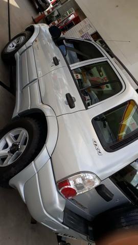Vendo Tracker 4x4 manual com 4 pneus AT zerados - Foto 6