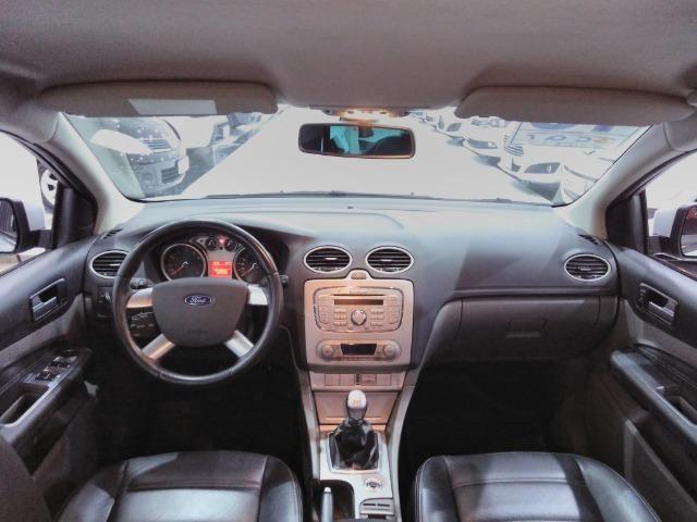Focus Sedan GLX 2.0 - 2013 - Vários opcionais - Foto 7