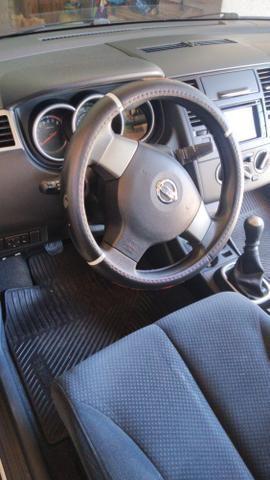 Troco por menor valor Nissan Tiida - Foto 4