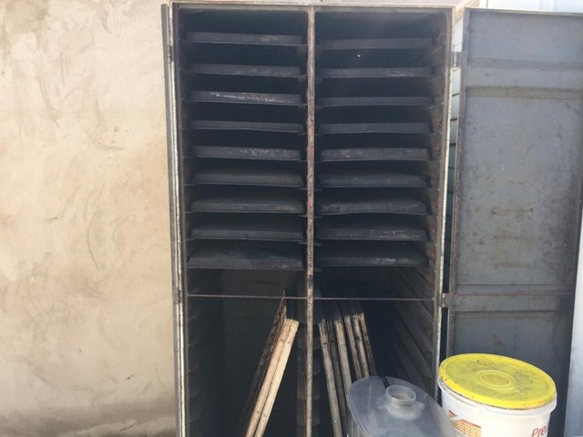ARMARIO com as assadeira forno 10 tela forno 5 tela a lenha os 3 maquinario
