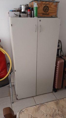 Mesa e armário escritório - Foto 2
