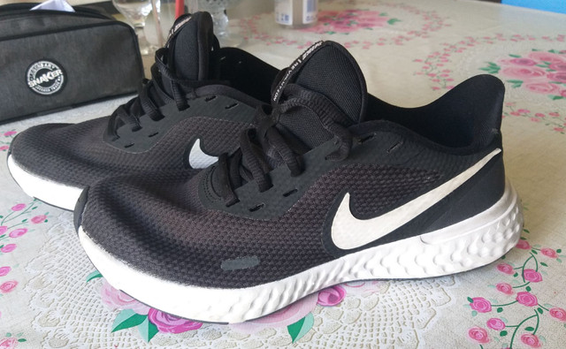 Tênis Nike Revolution N.37