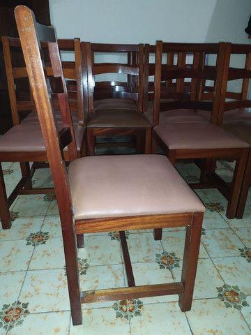 Cadeiras de madeira maciça imbuia e estofadas usadas. Preço unitário. - Foto 3