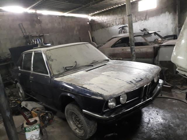 Bmw antiga restaurar ou projeto