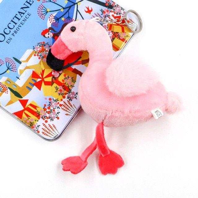 Chaveiro Flamingo Miniatura Pelúcia Pássaro Meninas Jardim - Foto 3