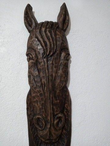Cabideiro rústico cabeça d cavalo entalhado em madeira - Foto 2