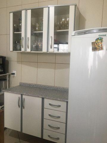 Armário de cozinha em ótimo estado