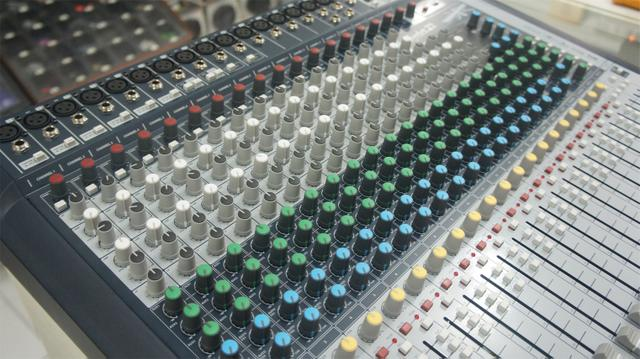 Mesa de Som Soundcraft Signature 22 Canais USB