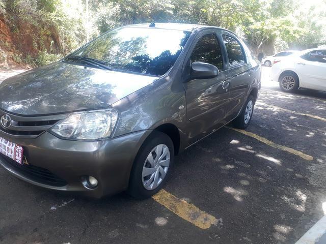 Toyota etius novo com gás. 2017 43.000,00