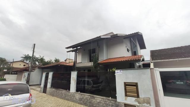 Casa com piscina no Bairro Tapajós - Ampla área de festas