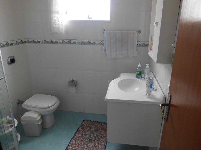C485 -Casa com três dormitórios em excelente bairro - Foto 7