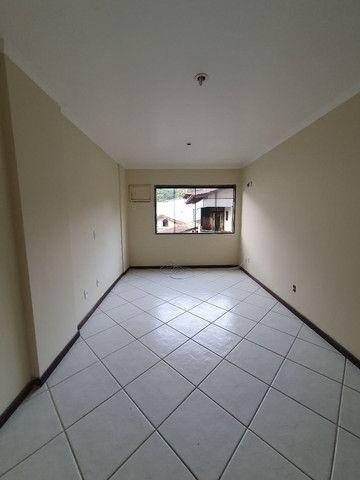 Alugo lindo e grande apartamento de 2 quartos, varanda, no parque das palmeiras - Foto 5