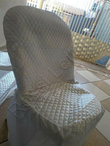Kit COM 05 Capas p/ Cadeiras Produzidas em Tecido Cetim Cor Branca - Foto 5