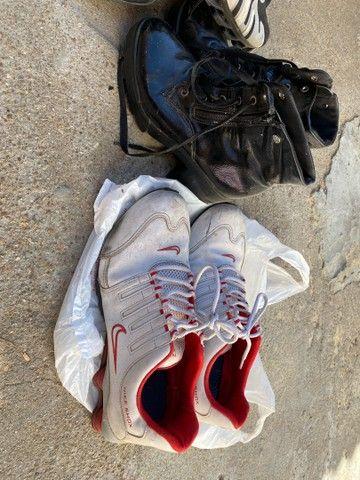 2 Nike 43 + 1 adidas 39 e uma bota feminina 35